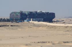 Zaklíněná loď v Suezu