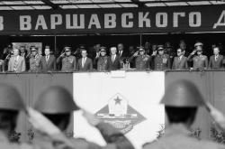 Polní přehlídkou vojsk armád členských států Varšavské smlouvy skončilo 14. října spojenecké cvičení Štít 84.