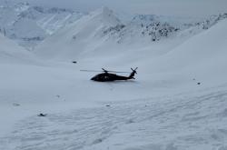 Záchranářské vrtulníky na místě nehody
