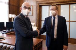 Jan Blatný předává ministerstvo zdravotnictví Petru Arenbergerovi