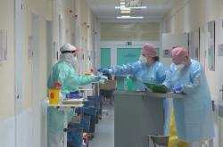 Zdravotníci na covidovém oddělení ve zlínské nemocnici