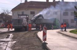 Oprava silnice ve Slavkově