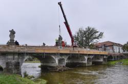 Snímání replik soch z mostu v Náměšti nad Oslavou (říjen 2020)