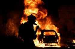 Palestinci zapálili auto židovské rodiny