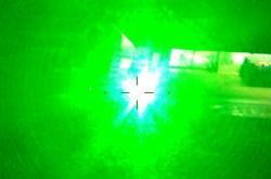 Oslnění posádky vrtulníku laserem