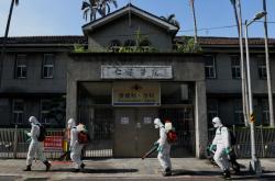 Dezinfekce oblasti Tchaj-peje, kde se covid-19 rozšířil nejvíce