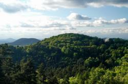 Zámecký vrch a hrad Houska z Drnclíku