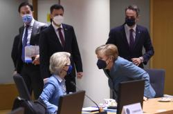 Angela Merkelová a Ursula von der Leyenová na summitu