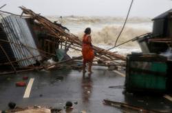 Cyklon Yaas zasáhl Indii. Poškodil desítky domů na východním pobřeží a vyžádal si dva životy