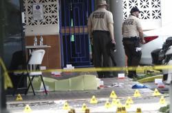 Následky noční střelby ve čtvrti Hialeah v americkém Miami
