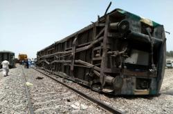 Tragická vlaková nehoda v Pákistánu