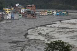 Monzunové deště v Bhutánu rozvodnili řeky v nepálské oblasti Sindhupalchok