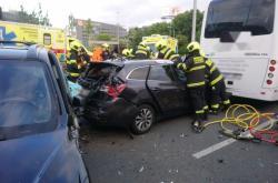 Honička v Praze skončila nehodou s šesti zraněnými