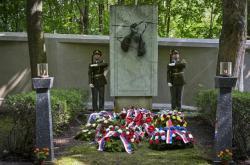 Pietní shromáždění k uctění památky obětí komunistického režimu 26. června 2021 na Ďáblickém hřbitově v Praze