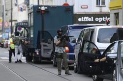 Zásah policistů po střelbě na úřadu práce