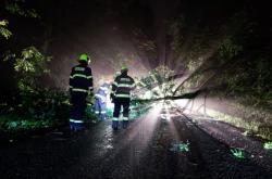 Noční zásah hasičů po bouřce