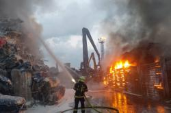 Požár autovrakoviště v Ostravě-Mariánských Horách