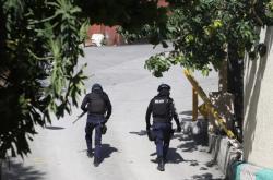 Haitská policie u sídla prezidenta