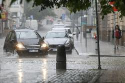 Silné bouřky v Česku vyvracely stromy a zaplavily silnice