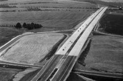 D1 mezi Prahou a Mirošovicemi v červenci 1971