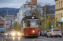 Historická tramvaj na úzkokolejce z Liberce do Jablonce