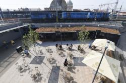 Nový prostor u vlakového nádraží v Plzni nazvaný Paluba Hamburk