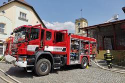 Hasiči zasahují u požáru továrny Juta v Turnově