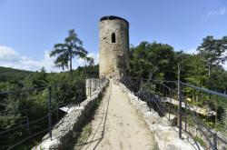 Řemeslníci na hradě Cimburk opravují původní bránu