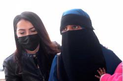 Podezřelá žena při zadržení v Turecku