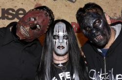 Joey Jordison (uprostřed)