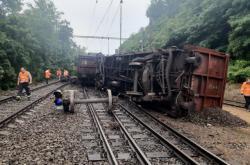 Vykolejený nákladní vlak u Kralup nad Vltavou