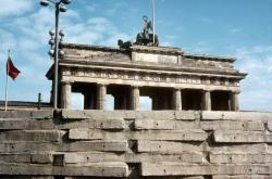Zeď, která rozdělila Berlín i svět. Před šedesáti lety jí začali východní Němci stavět