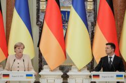 Německá kancléřka Angela Merkelová a ukrajinský prezident Volodymyr Zelenskyj