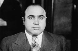 Předměty slavného šéfa amerického podsvětí počátku 20. století, známého pod jménem Al Capone, budou součásti aukce, která se uskuteční 8.října 2021 ve Witherellově aukční síni v Sacramentu
