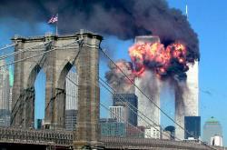 Dvě a čtvrt hodiny, které změnily svět. Teroristické útoky 11. září chronologicky v obrazech