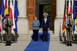 Angela Merkelová a Mateusz Morawiecki na jednání ve Varšavě