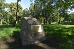 Něměcký hřbitov v Sokolově připomíná pamětní deska