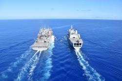 Americká a britská loď ve Východočínském moři