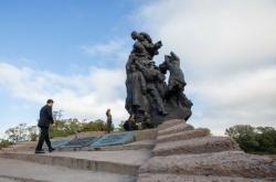 Ukrajinský prezident Volodymyr Zelenskyj u památníku obětem masakru v Babím Jaru