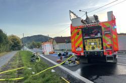 Zásah hasičů Novojičínsku, kde unikla kyselina chlorovodíková z poškozené cisterny