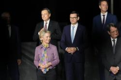 Ursula von der Leyenová, Mario Draghi, Mateusz Morawiecki, Alexander De Croo a Nicos Anastasiades