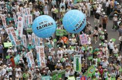 Pochod v tchajwanském městě Kao-siung za návrat ostrova do OSN (září 2007)