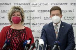 Místopředsedkyně hnutí STAN Věra Kovářová a předseda Vít Rakušan
