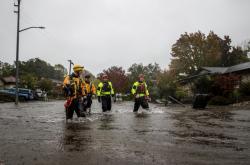 Silná bouře způsobila na mnoha místech státu Kalifornie dne 24. října bleskové záplavy, sesuvy půdy a výpadky elektrického vedení