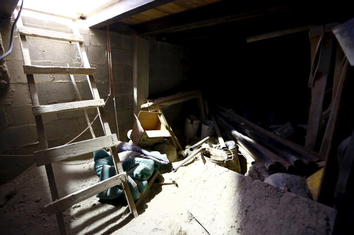 Tunel, kterým mexický drogový boss Guzmán unikl z vězení