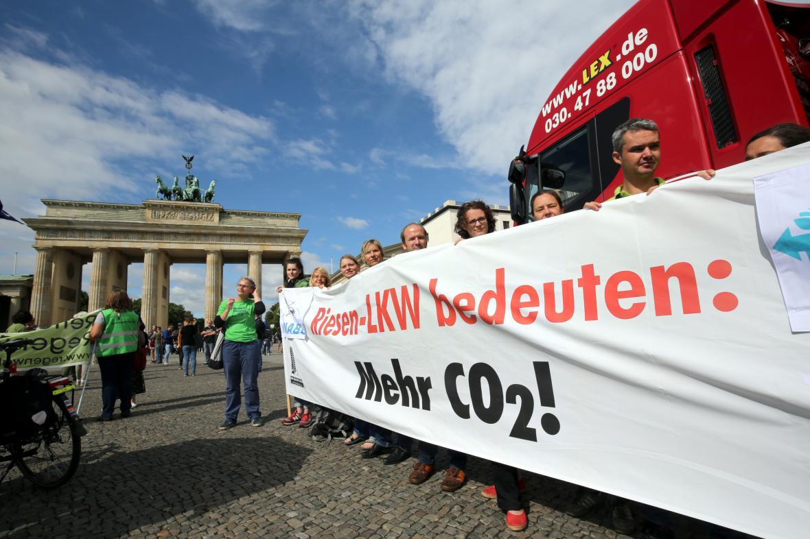 V Berlíně se protestovalo proti gigalinerům