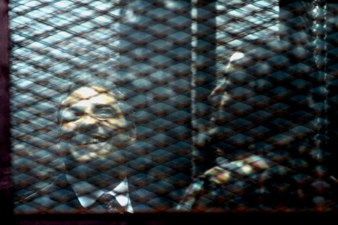 Novináři Al-Džazíry Mohamed Fahmy a Báhir Muhammad před soudem