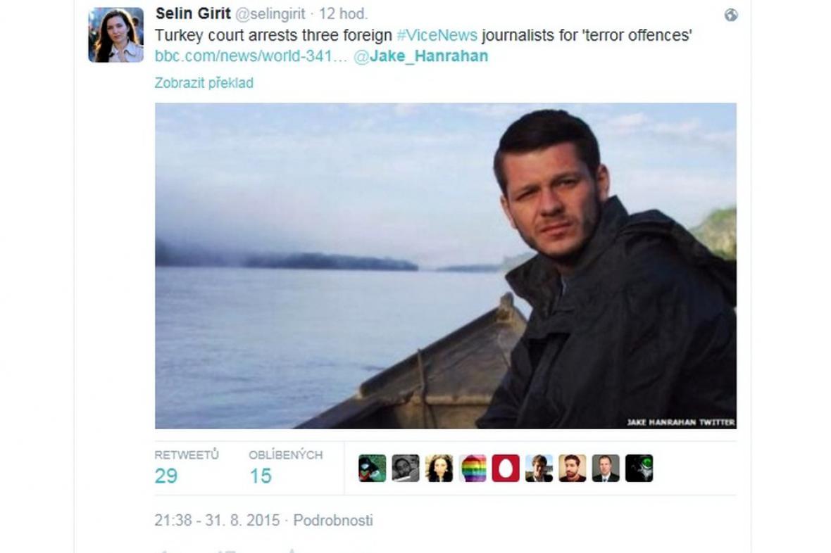 Novinář Jake Hanrahan zadržovaný Turky
