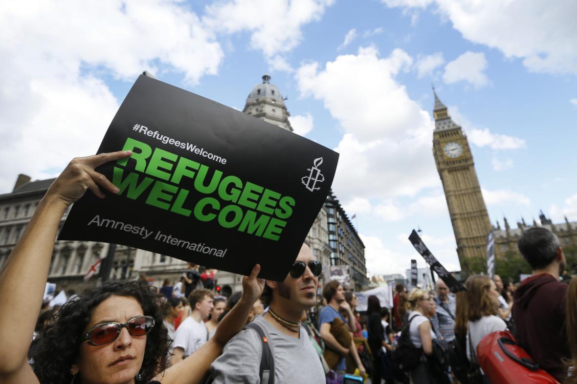 V Londýně vyjadřovaly desítky tisíc lidí solidaritu s uprchlíky