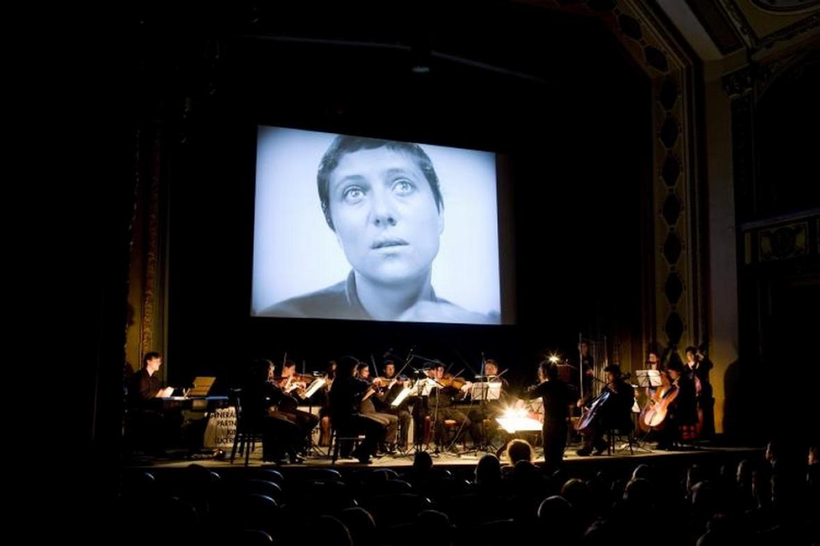 Němý film Utrpení Panny orleánské za doprovodu Orchestru BERG